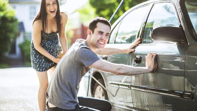 cómo lavar el auto en casa